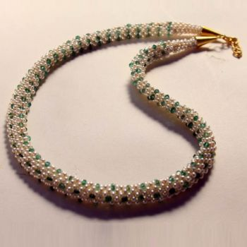 Woven emerald and pearl necklace, 22K